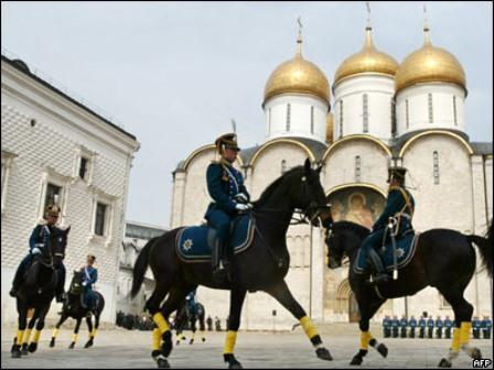 Россия: возобновление развода конного и пешего караула